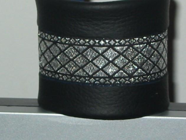 Bratara din piele neagra cu aplicatie textila