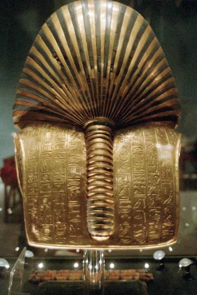 Masca lui Tutankamon spate
